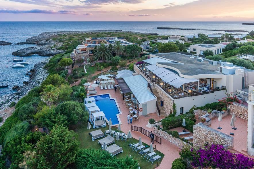 El aparthotel, abierto desde 1989, es un complejo de 9.000 metros cuadrados, con 150 apartamentos / Elaia Investment Spain