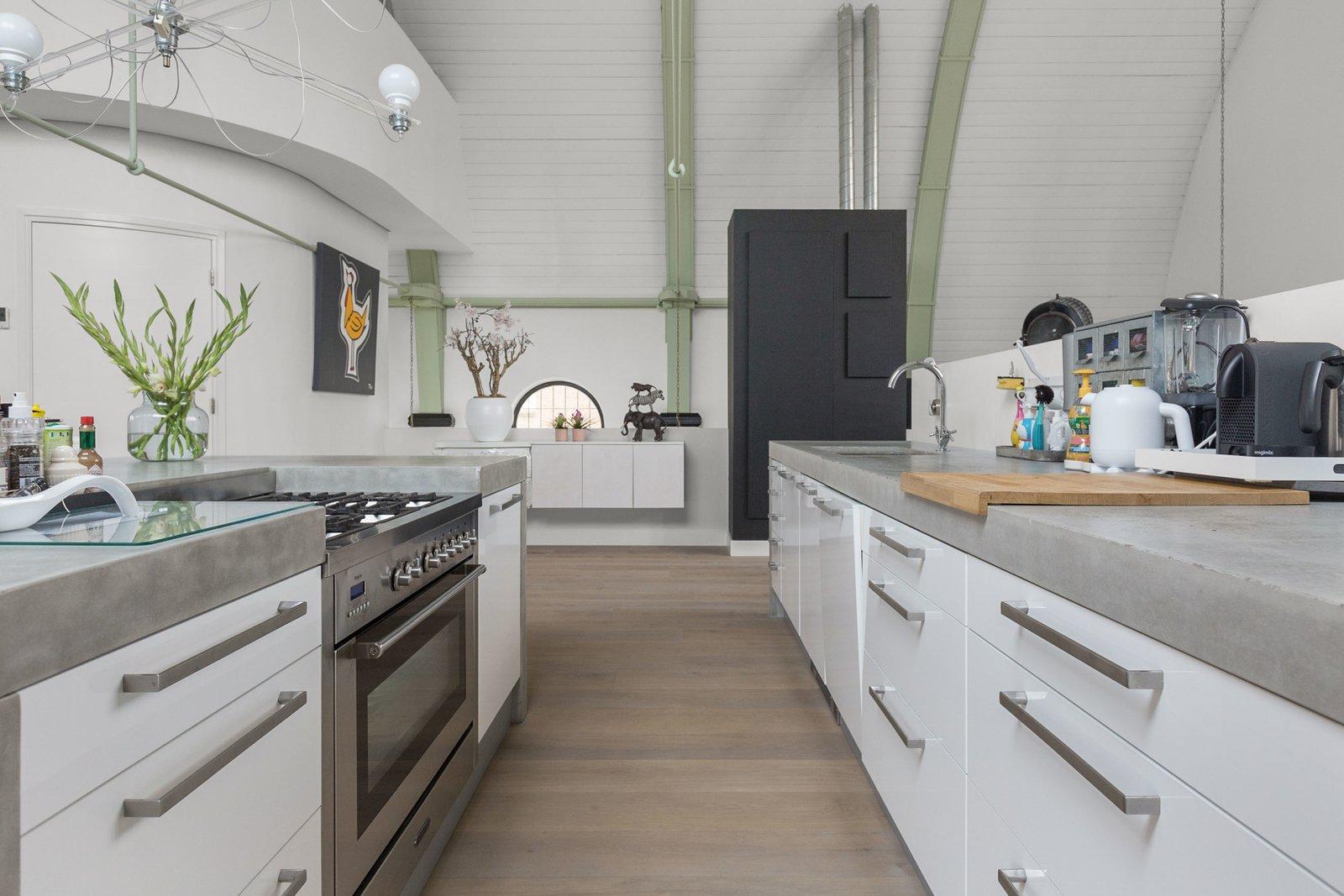 La cocina es de estilo isla