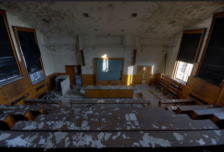 Más aulas abandonadas