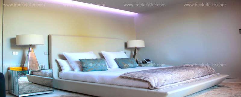 Otro de los 10 dormitorios de la casa