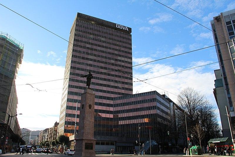 Bbva quiere sacar 100 millones con la venta de su antigua for Bbva oficina central