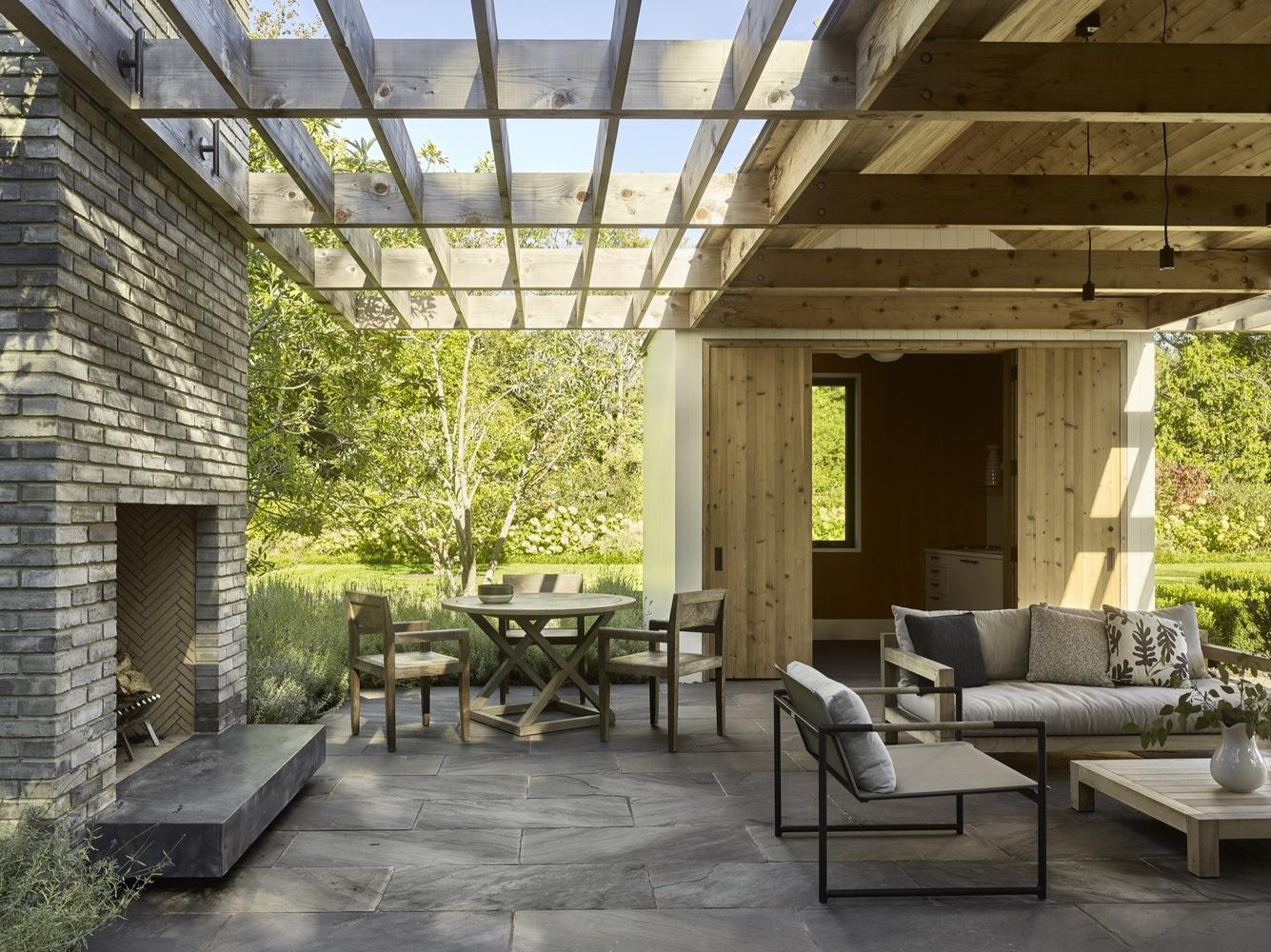 22 ideas para convertir una terraza sucia y vac a en un for Piscina en jardin de 100 metros