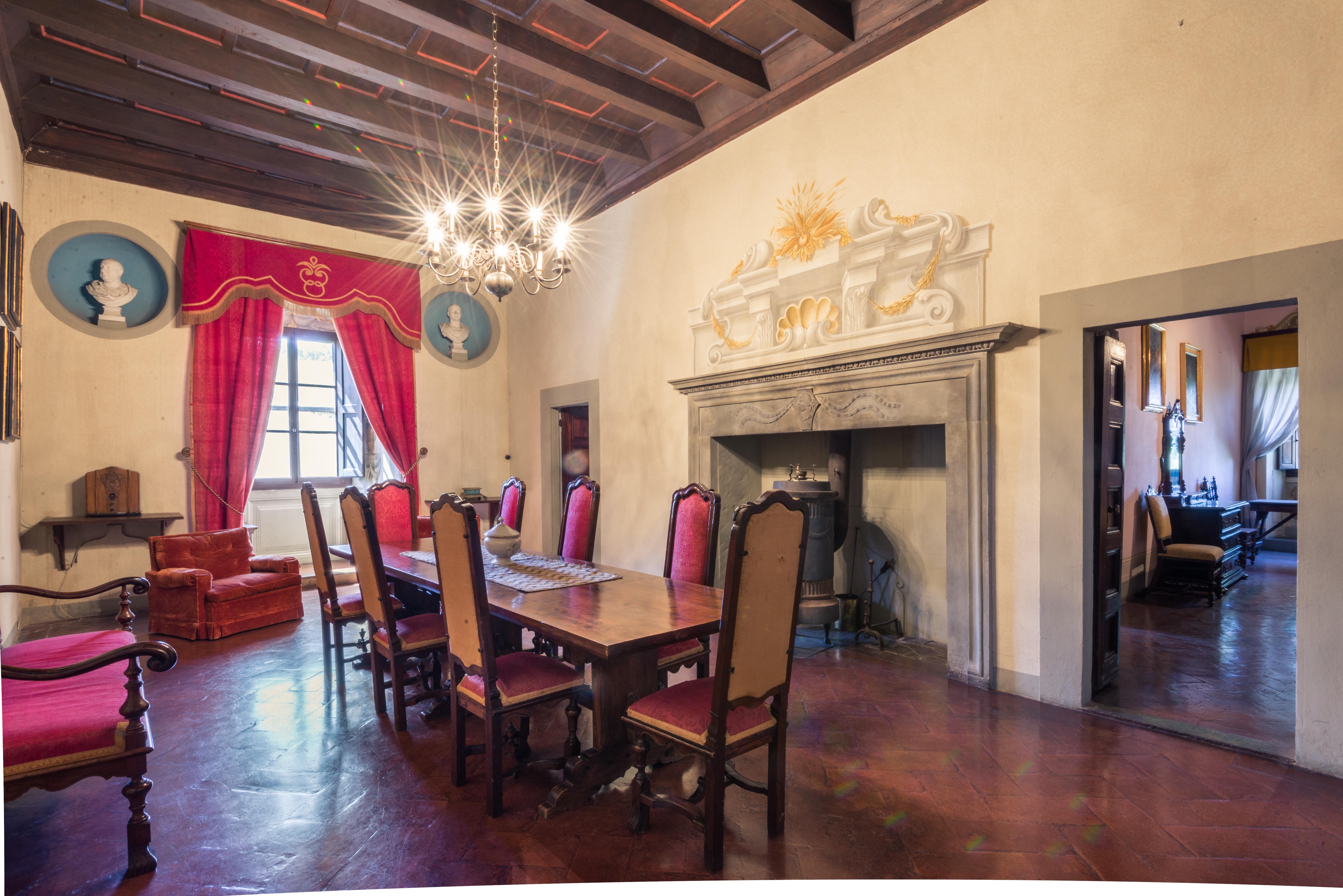 El castillo es parte de una finca que incluye 25 casas de campo / Lionard Luxury real estate