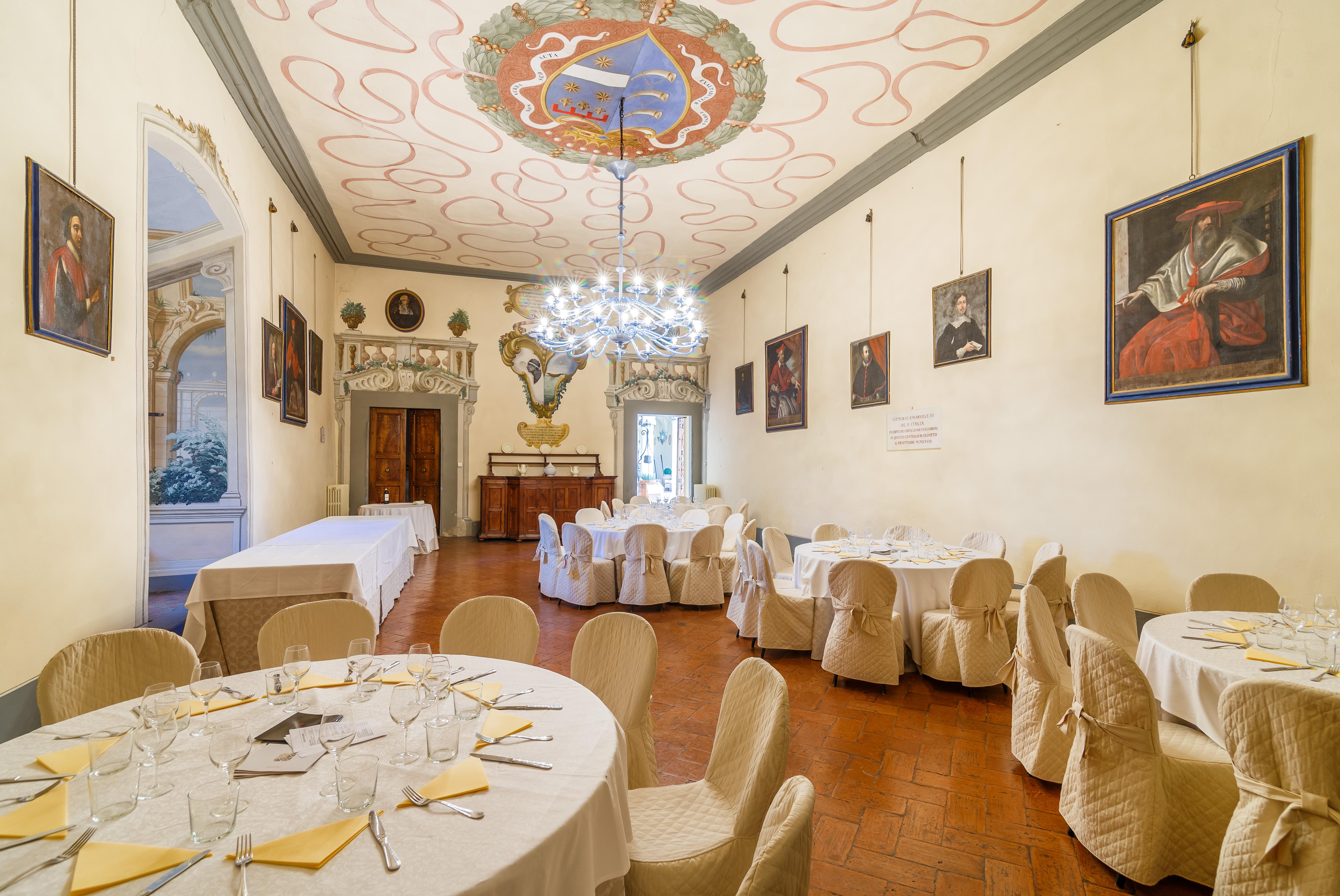 También cuenta con una capilla en el bosque / Lionard Luxury real estate
