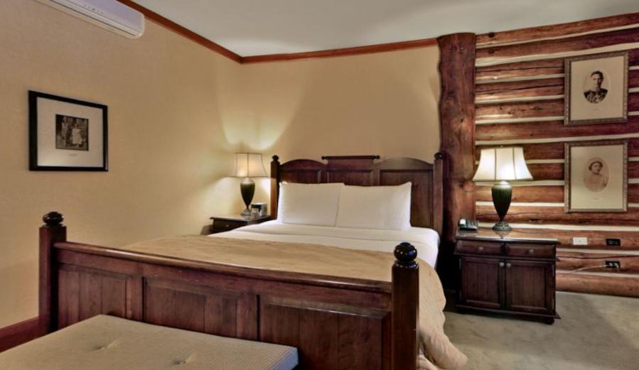 La cabaña tiene varias habitaciones