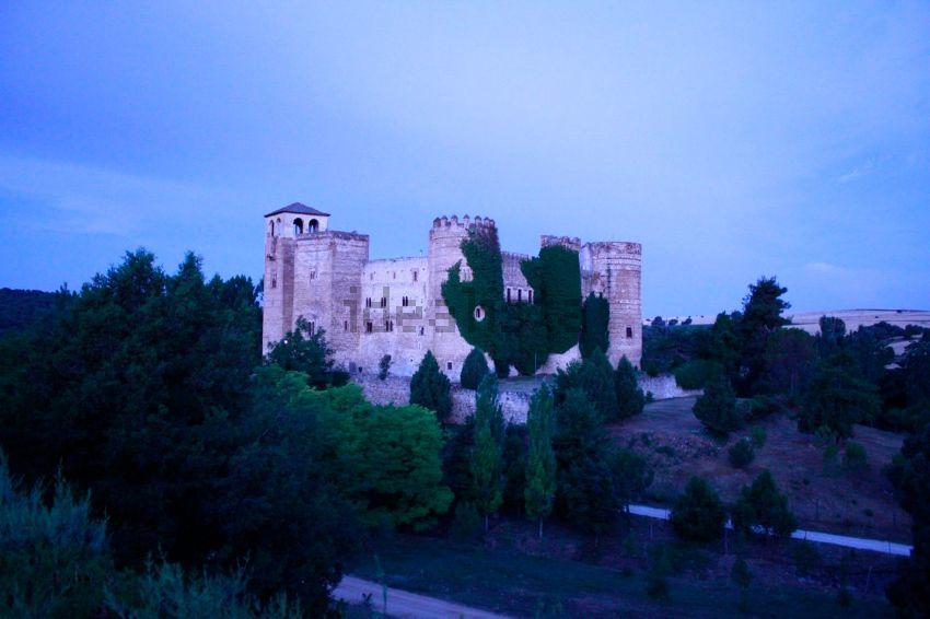 Detalle del castillo y su entorno