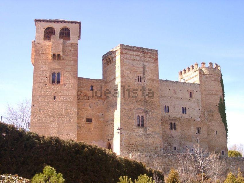 Con torres y capilla
