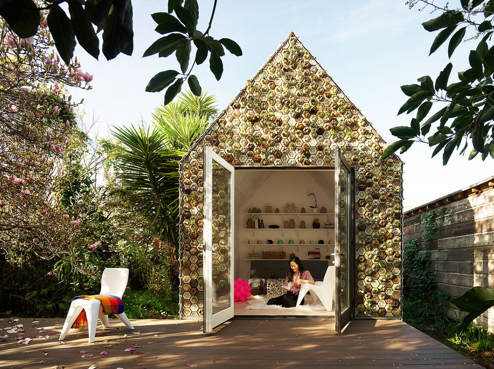 Casa en el jardín / Emerging Objects (EEUU)