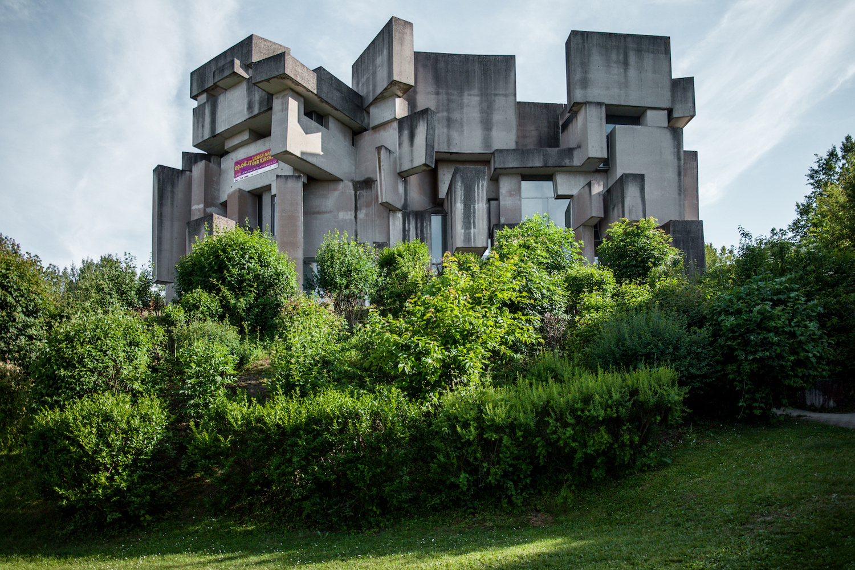 Diseñada por el prestigioso arquitecto Fritz Wotruba / Denis Esakov
