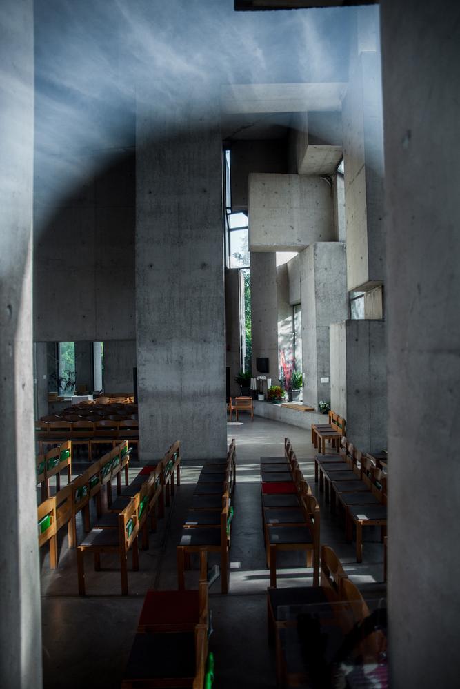 Interior de la iglesia / Denis Esakov