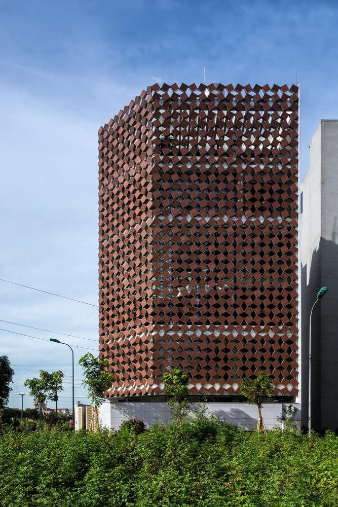 A Properly Breathing House / H&P Architects (Vietnam)