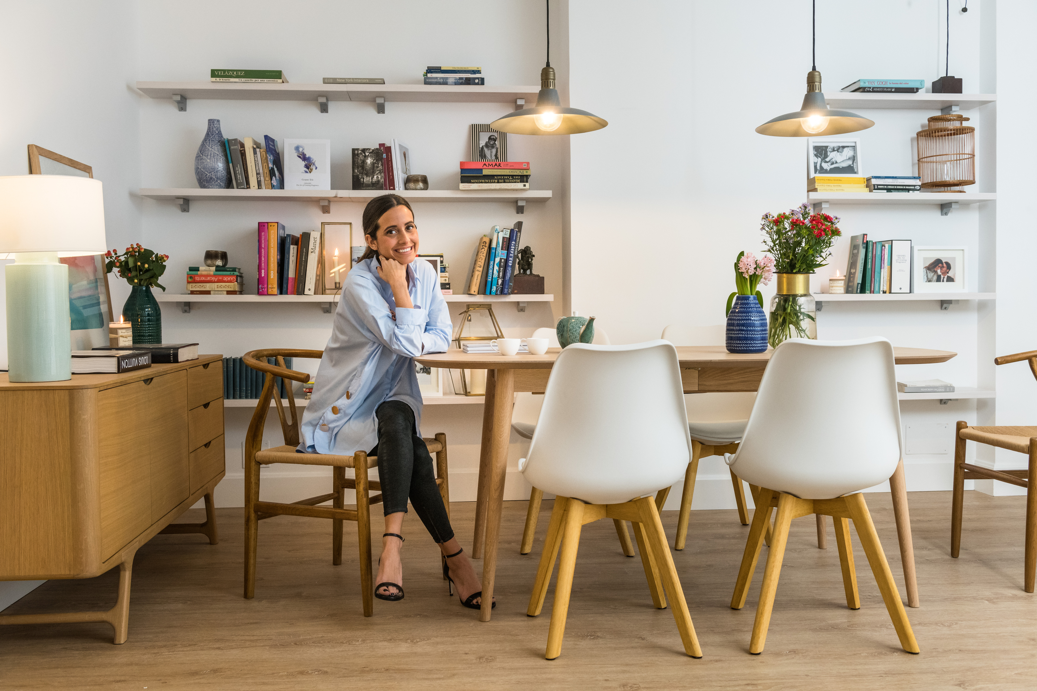 La influencer María Fernández Rubíes en su salón / ECI