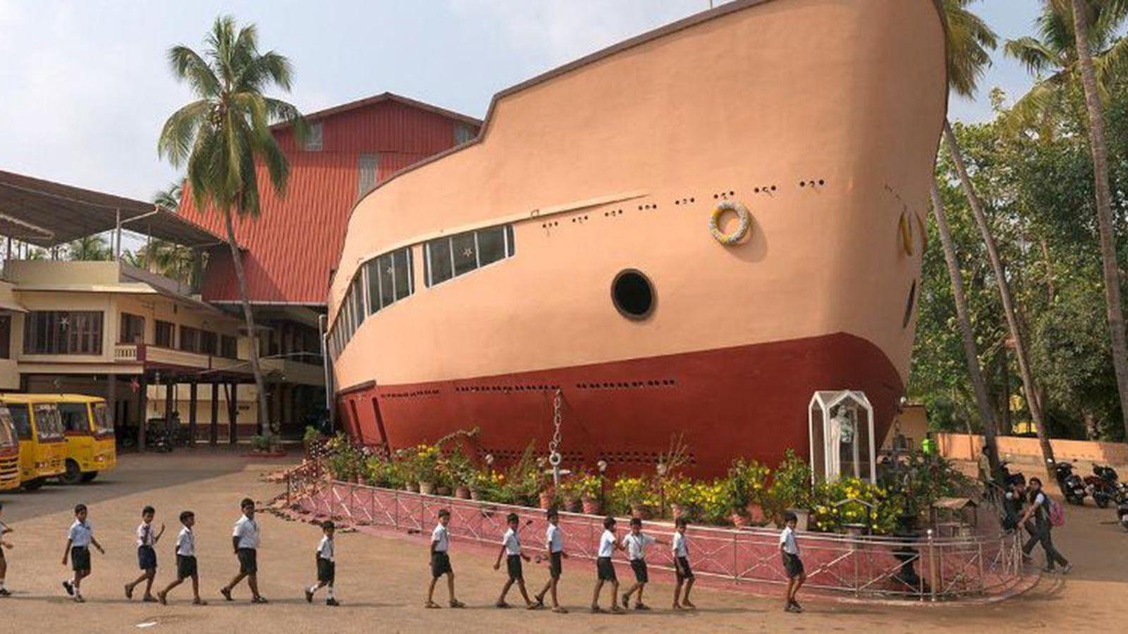 Iglesia Santa Teresa con forma de barco