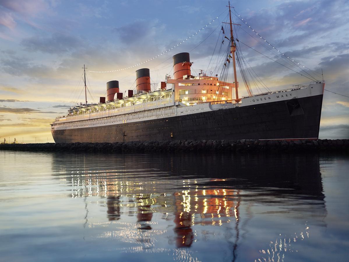 Realizó su primer viaje trasatlántico en 1936