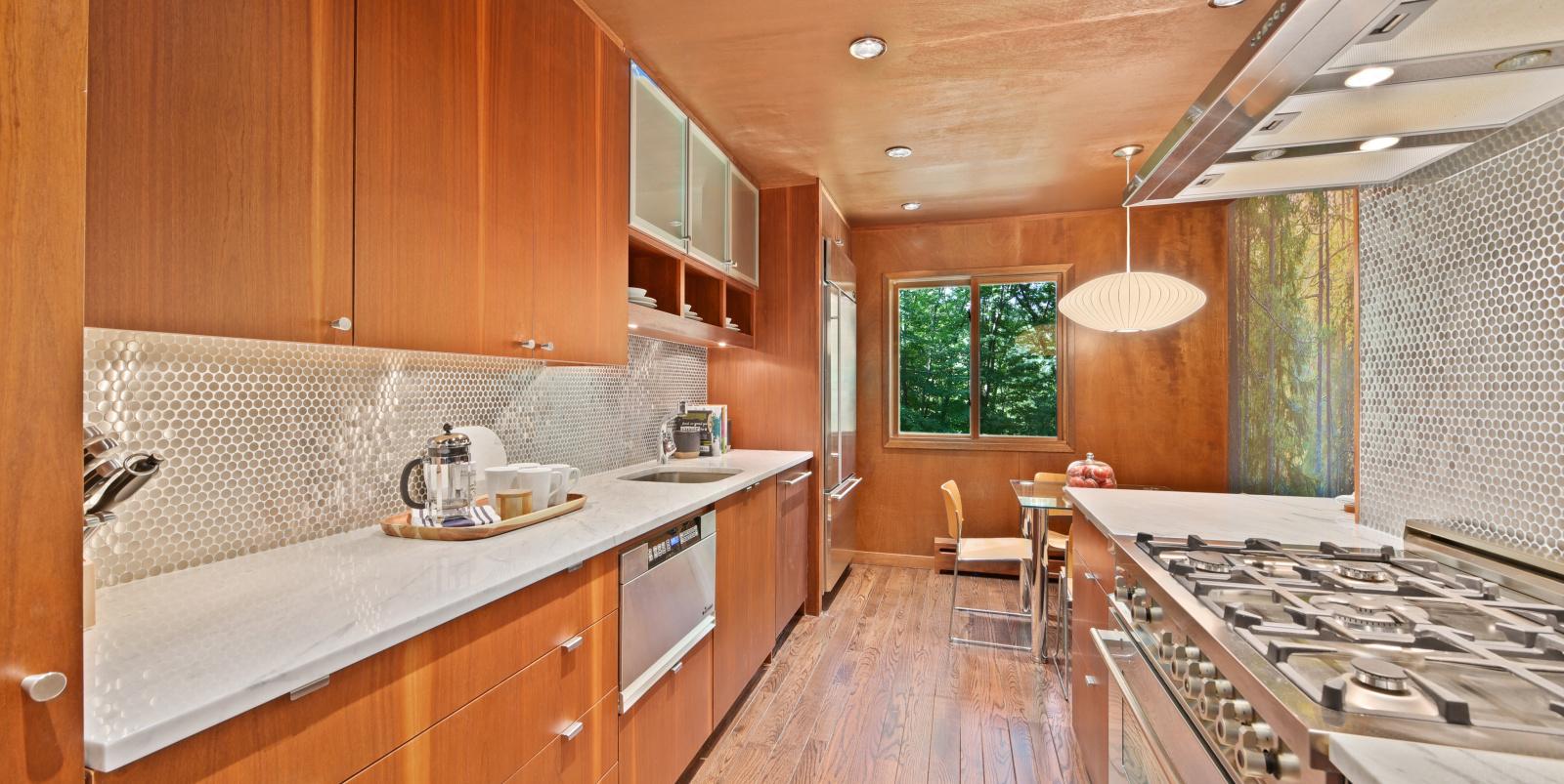 Cocina / Ginnel Real Estate