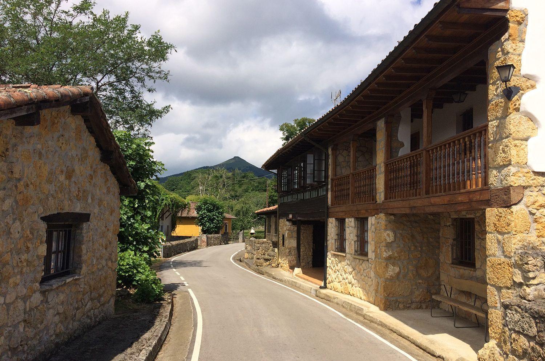 El pueblo posee 12 edificios individuales