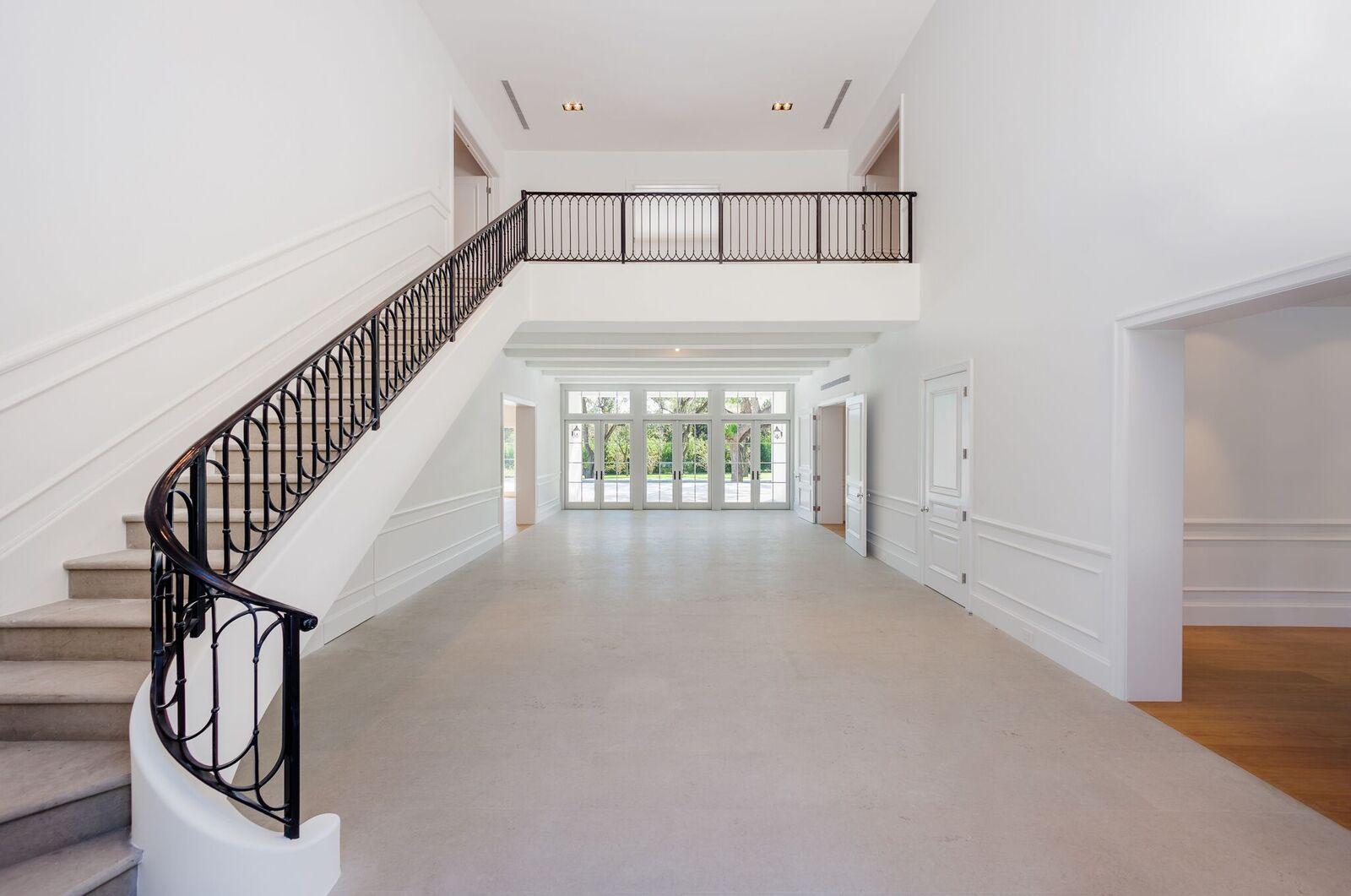 Amplia y con una larga escalera