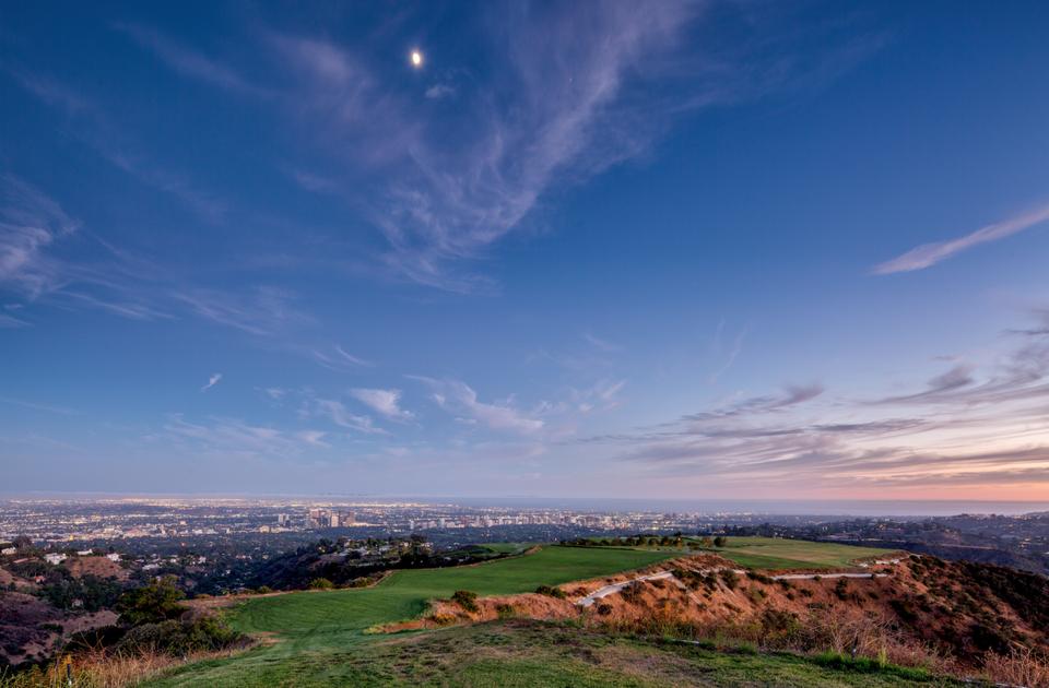 A vista de dron / Matthew Momberger /Juwan Li