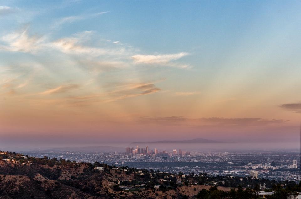 Vista de Los Ángeles desde The Mountain / Matthew Momberger /Juwan Li