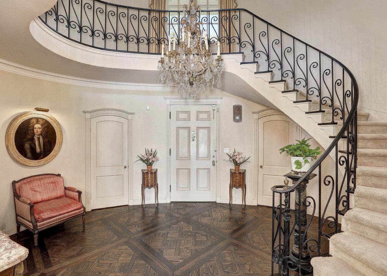 De estilo colonial y construida en 1938, la mansión fue diseñada por el arquitecto Paul Williams / Jeff Ong