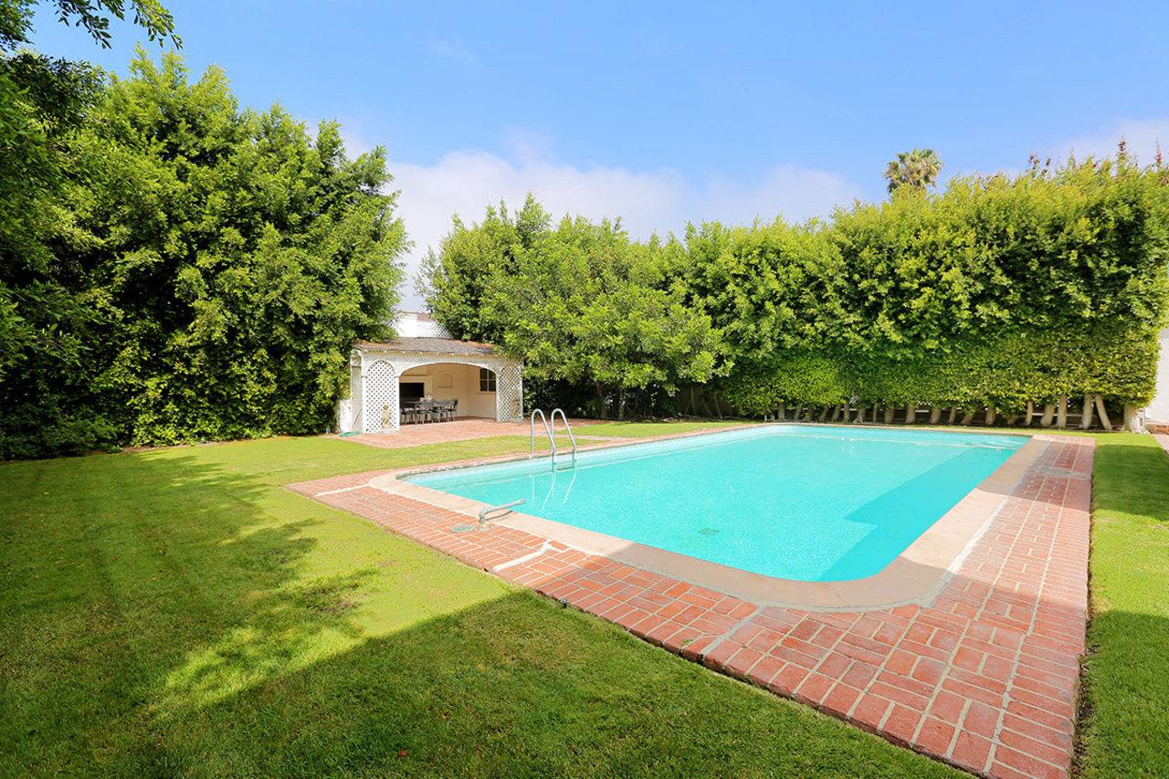 La finca cuenta con amplios jardines, un pozo y piscina / Jeff Ong