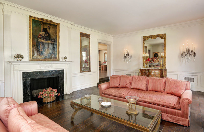 Sala de estar de la propiedad / Coldwell Banker Residential Brokerage