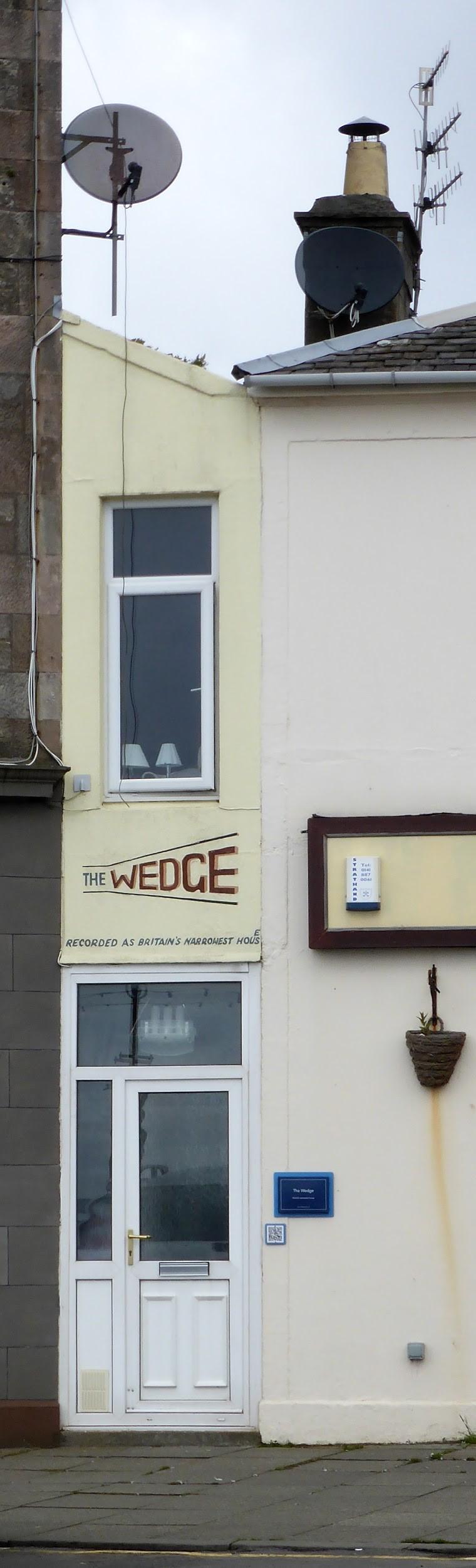 La fachada mide apenas un metro