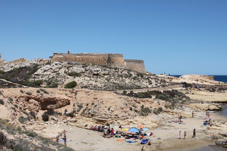 Se ubica en el parque natural Cabo de Gata-Níjar, Almería