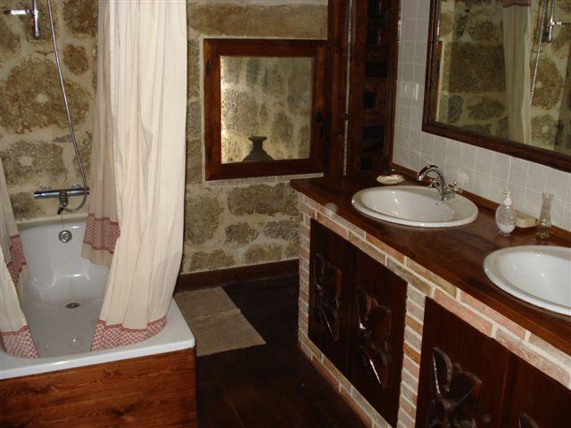 Uno de los baños de la propiedad / Castilloenventa.es