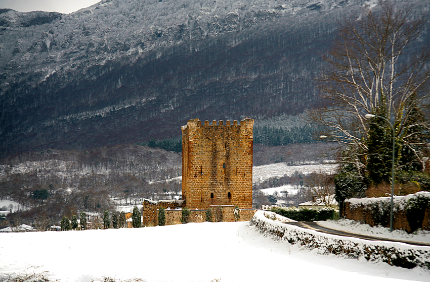 Increíble paisaje nevado junto al castillo / Castilloenventa.es