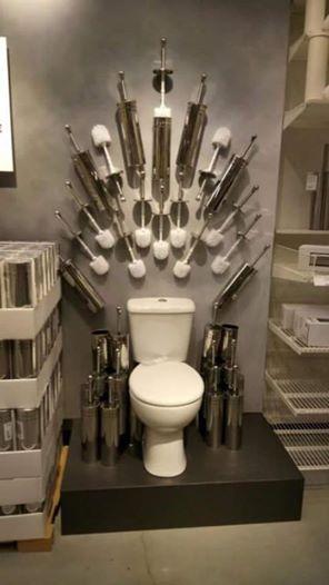 El trono de Juego de Tronos tiene su trono / Toilets With Threatening Auras