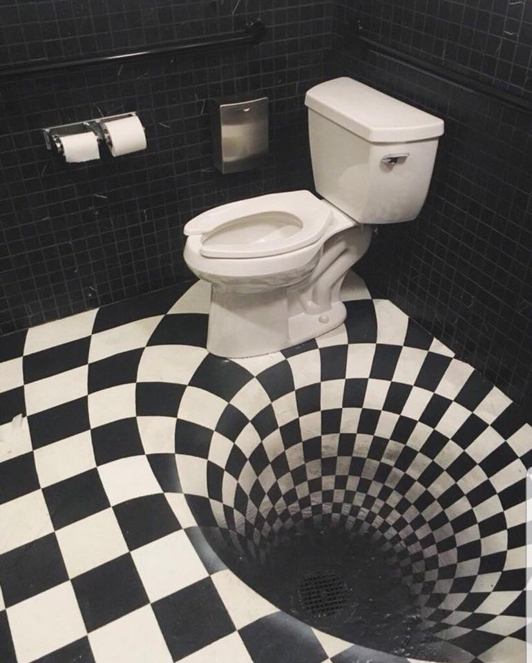 No te muevas mucho o caerás por la espiral / Toilets With Threatening Auras
