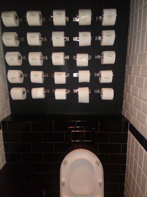 Aquí nunca te quedarás sin papel / Toilets With Threatening Auras