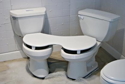 Para no separarte de tu pareja en ningún momento / Toilets With Threatening Auras
