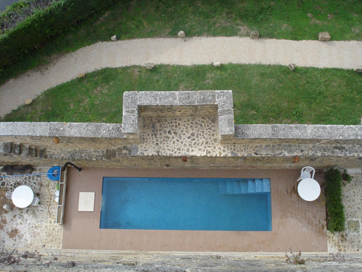 La piscina vista desde la azotea / Castilloenventa.es