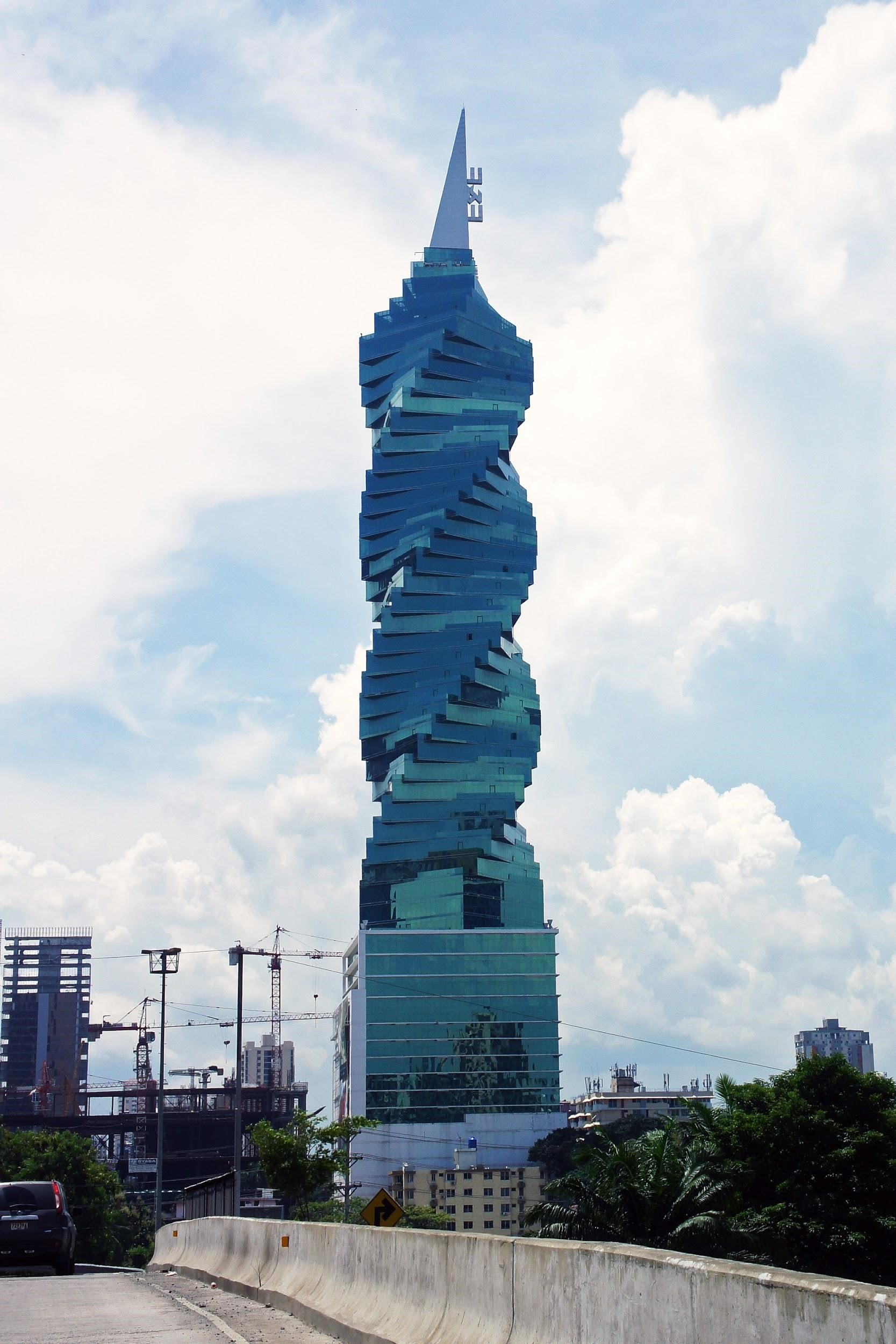 Es uno de los 10 edificios más altos del país
