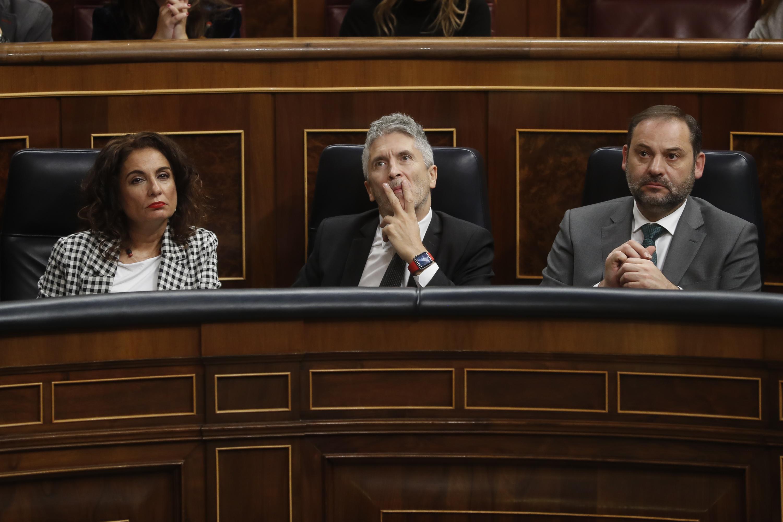 El ministro de Fomento, José Luis Ábalos, a la derecha