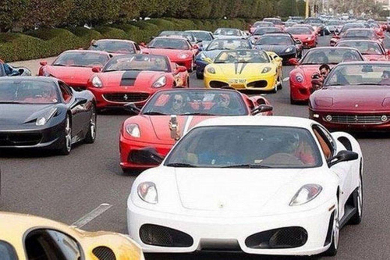 Los coches que utilizan son espectaculares  / Scoop Whoop