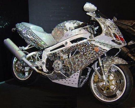 Una Ducati cubierta con diamantes y cristales de Swarovski valorada en 4,8 millones de dólares / Scoop Whoop