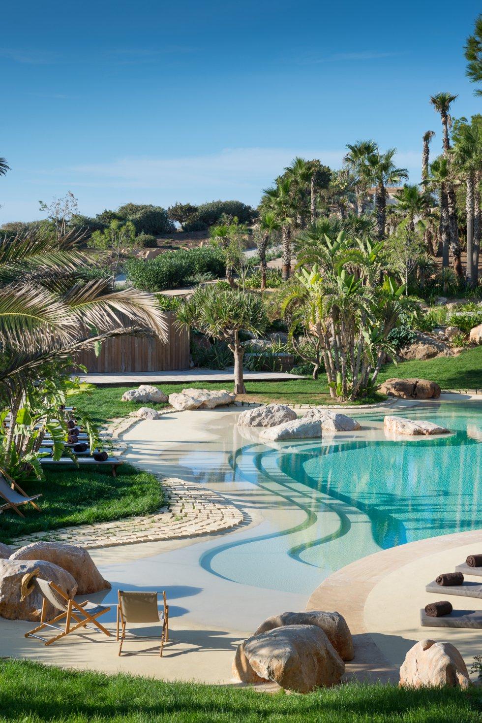 Cuenta con amplios jardines y piscinas / Cinco Días