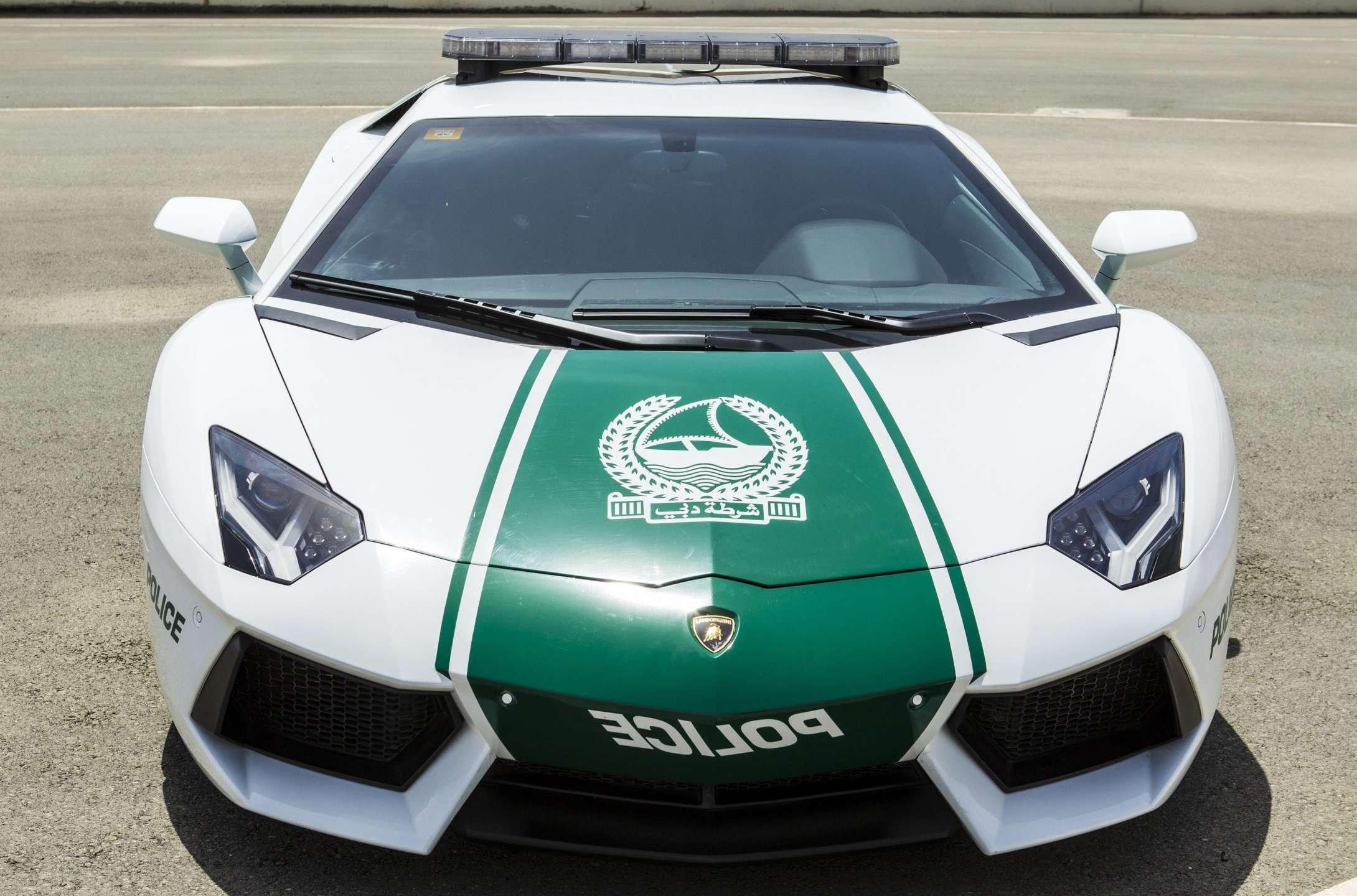 La policía de Dubái detiene a los ladrones en Lamborghini / Scoop Whoop