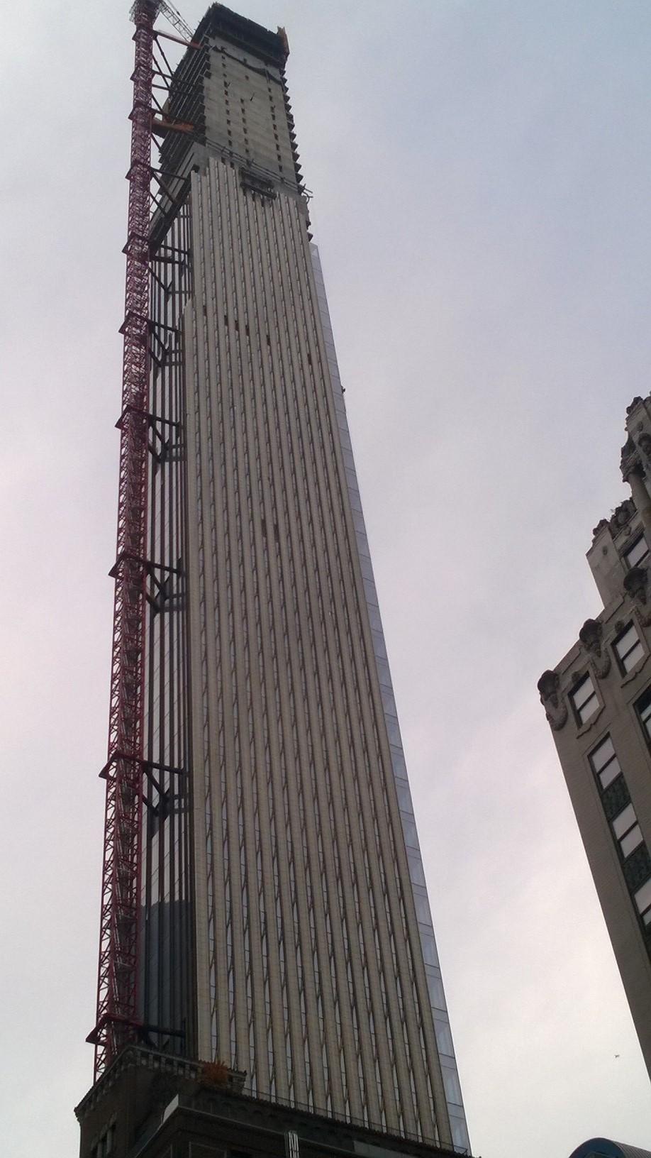 Tiene 438 metros de altura
