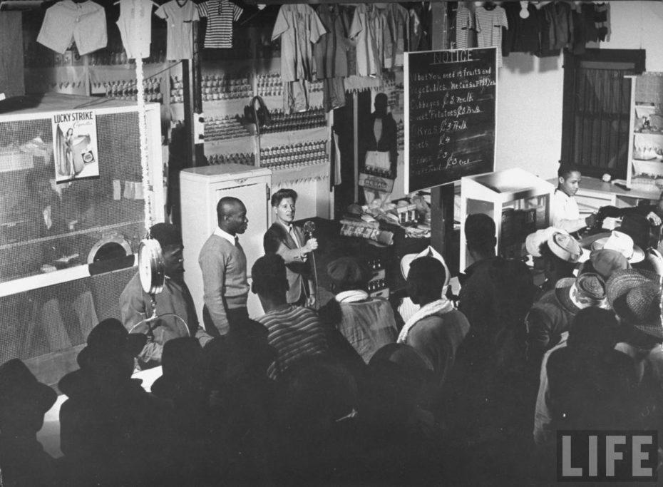 Marion adjudicando establecimientos a los isleños que los habían solicitado / LIFE