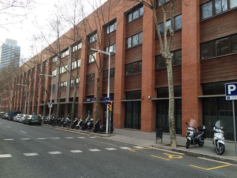 El edificio de oficinas en la calle Joan Miró,Barcelona, que Lar ha vendido / Lar España