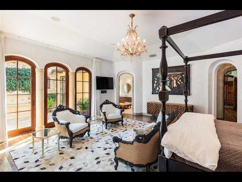 La casa posee siete habitaciones y 10 baños / Redfin