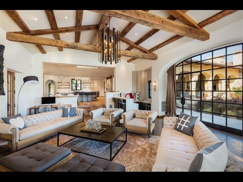 La mansión posee más de 1.200 m2 construidos / Redfin