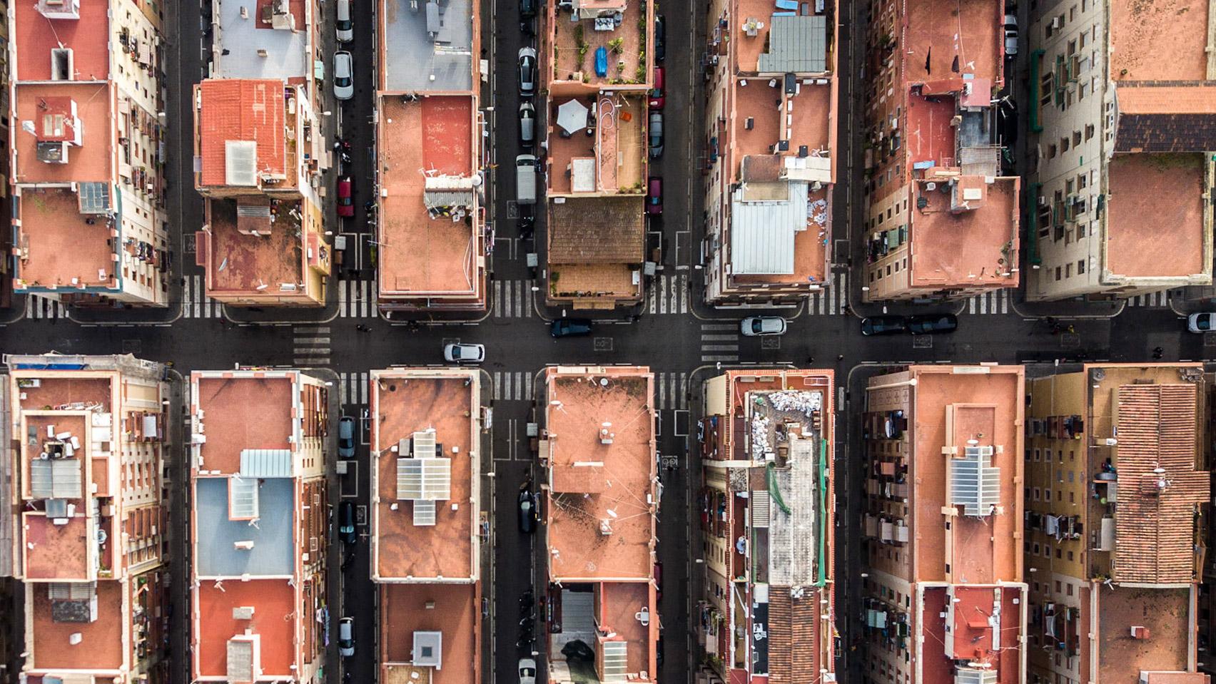 Los tejados de terracota de la ciudad han inspirado los proyectos contemporáneos de muchos arquitectos / Márton Mogyorósy