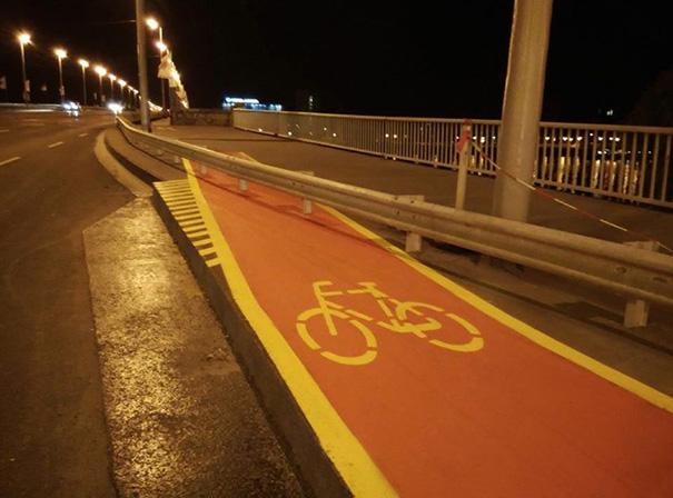 Solo puedes atravesar la valla si sabes saltar con la bici
