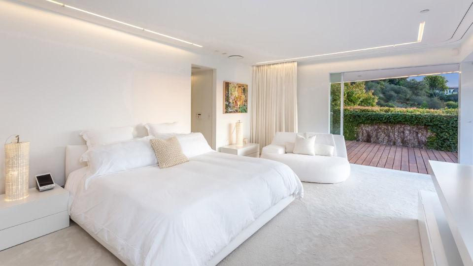 Posee cuatro dormitorios y cuatro baños /  Oppenheim Group