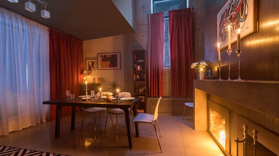 Incluso el proceso de reserva de las habitaciones requiere acertar preguntas / Trivial Pursuit Hotel